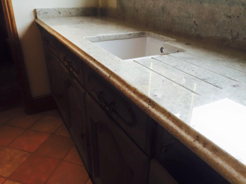 Traditional kitchen granite with drainage