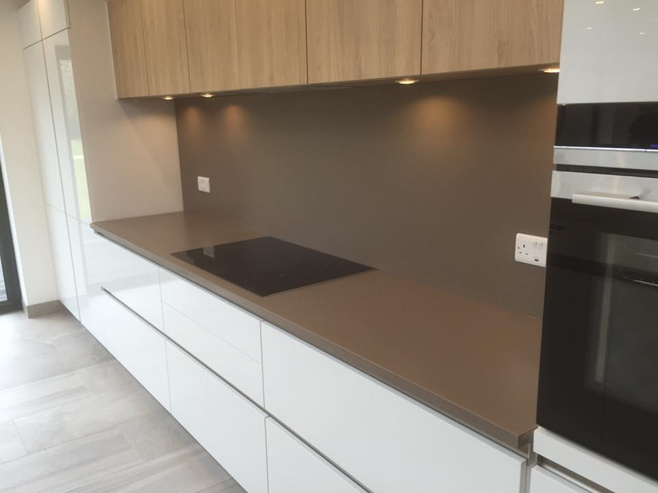 Silestone Unsui Suede finish counter and gloss white side units in Holmes Chapel