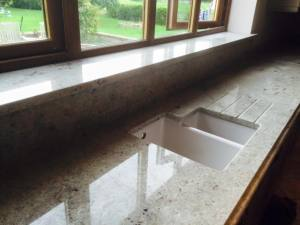 Kitchen-worktop-ledge-with-drainage-grooves