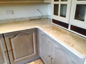 Traditional-kitchen-granite-with-edge-finish