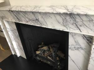 white-and-black-granite-fireplace.