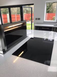 Popup splashback worktop