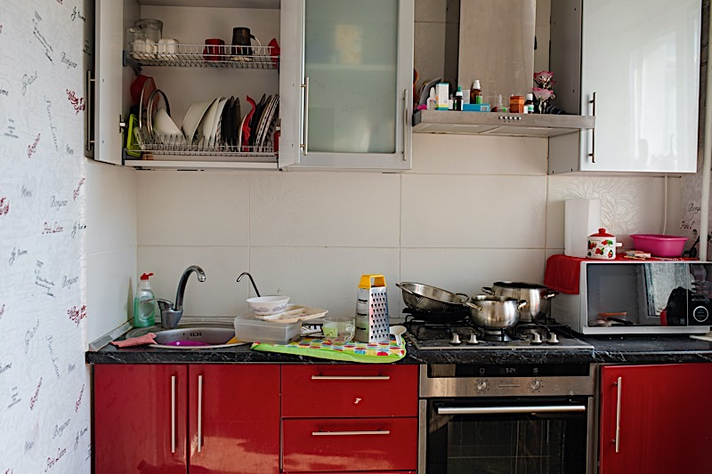 clearing kitchen clutter out